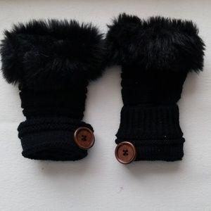 Accessories - ⚡FLASH SALE⚡Fingerless faux fur hand warmers